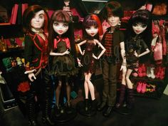 vampire team #mattel #monsterhigh #monsterhighmexico #kieranvalentine #draculaura #elissabat #createamonster #vampire #dolls #toys #dollphotography #instadoll #dollstagram #dudeswithdolls #customdoll #mhphotography #mhdoll #vampirequeen by narcizo_puget