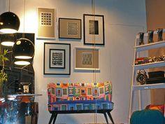 Decoração com peças que remetem praticidade e funcionalidade, com toque suave das cores na vitrine by Daniela Marim #decoraçãodeinteriores #praticidade #funcionalidade #espacoeforma #danielamarim #espaçoeforma #espaço e forma