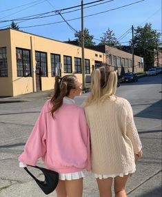 Pretty Outfits, Cute Outfits, Twin Outfits, Pretty Clothes, Pullover, Hoodie, Foto Instagram, Cute Friends, Couture