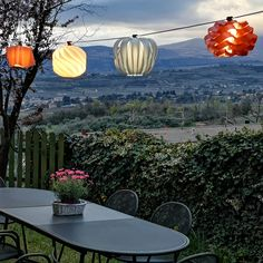 an accessory designed by a cable which allows the application of small and medium Ideal to give a touch of to the most various locations. Outdoor Projects, Outdoor Decor, Light Building, Lampshades, Lighting Design, Cable, Patio, Touch, Elegant