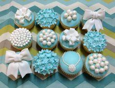 Tiffany And Pearl Cake And Cupcakes Tiffany Blue and Pearls cupcakes with flowers bows and pearls :o) Elegant Cupcakes, Fancy Cupcakes, Wedding Cakes With Cupcakes, White Cupcakes, Purple Cupcakes, Party Cakes, Pearl Cupcakes, Pearl Cake, Cupcake Art