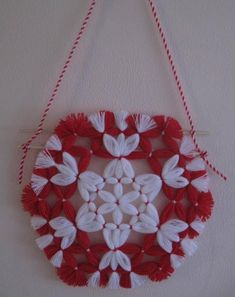 Yarn Crafts, Diy And Crafts, Baba Marta, Woolen Flower, Pom Poms, Crochet Clothes, Burlap, Christmas Crafts, Projects To Try