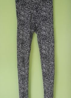 Kup mój przedmiot na #vintedpl http://www.vinted.pl/damska-odziez/legginsy/14420803-legginsy-leginsy-hm-wzoryzste-czarno-biale-roz-34-xs