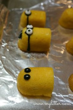 Minion Cupcakes from Twinkies – Despicable Me We made these today, they are SO cute! We used Smarties for their eyes and stuck brown 'jimmies' ice cream sprinkles into their head for hair.