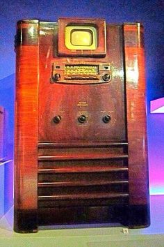 1939 RCA TRK-5 television  and radio console