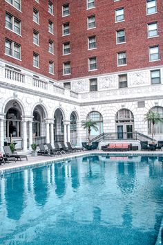 I remember arriving to The Chase Park Plaza Hotel and its location is in a neighborhood in St. Louis that is easily walk-able. This urban oasis is bringing a lot of bang for the buck… Hotel Reviews, Boss Babe, St Louis, Missouri, Travel Guide, The Neighbourhood, Meet, Urban, Mansions