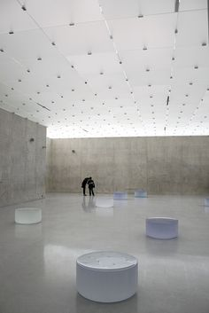 When an opening has relationship with walls, indoor space is more unique and memorable space for people. Peter Zumthor, Swiss Architecture, Space Architecture, Architecture Details, Museum Lighting, Space Interiors, Exhibition Space, Decoration, Design Inspiration