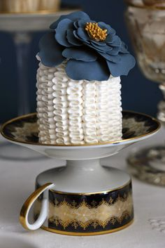 Mini Cake - fabulous idea for small intimate wedding with the 'tea set' as the guest gift. Lovesit!