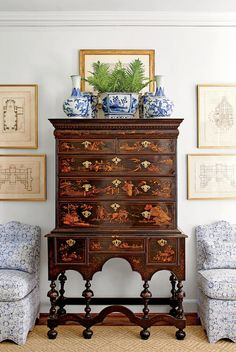 The September issue of  Southern Living  magazine features a tour of Nashville designer Sarah Bartholomew 's gorgeous traditional Georgian h...