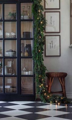 Christmas Mantels, Noel Christmas, Winter Christmas, Christmas Decorations, Christmas Greenery, Christmas Bedroom, Country Christmas, Christmas Ideas, Seasonal Decor