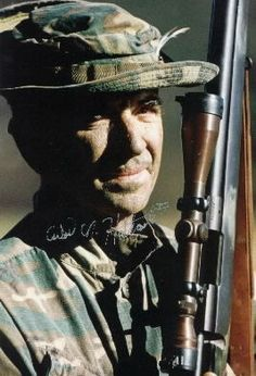 Vietnam War - Carlos Hathcock was a USMC sniper who will forever be a legend. He taught himself to shoot as a boy, as did Alvin York and Audie Murphy before him. Military Life, Military History, Military Humor, Once A Marine, Chris Kyle, Us Marines, Special Forces, Vietnam War, Marine Corps