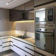Revestimentos lindos na cozinha. Amei! @pontodecor Projeto Rosana Andrade www.homeidea.com.br | Face: /bloghomeidea #bloghomeidea #olioliteam #arquitetura #ambiente #archdecor #archdesign #hi #homestyle #home #homedecor #pontodecor #homedesign #photooftheday #love #interiordesign #interiores #cute #picoftheday #decoration #world #lovedecor #architecture #archlovers #inspiration #project #regram #cozinha