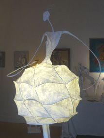 Neige - Isabeau d'Abzac (papier collé, résine, 1.90m)                                                                                                                                                                                 Plus