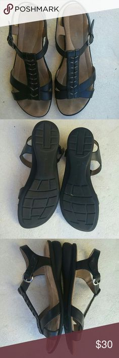 Naturalizer sandals size 9M Very comfortable shoes used in good condition, have signs of use on the sole.  Made in Ethiopia  Size us 9M Eu 41 Naturalizer Shoes Sandals