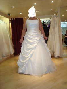 Robe de mariée d'occasion Pronuptia ivoire noce de coton + boléro ivoire manche longue + jupon