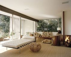 This Richard Neutra house has recently been renovated and used as set for a fashion shooting for Vogue.   The interiors are a quite interesting solution as they respect the clean lines of the house and have colours that do not distract you from the outside environment. Click on the image to see more beautiful MCM houses.