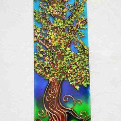 Incensário Árvore Da Felicidade E Da Fortuna em vidro retangular. Feita à mão com tinta relevo e verniz vitral Em vidro com dimensões de 26 cm por 6 cm A Árvore da felicidade e da fortuna está ligada a uma lenda japonesa que falava sobre uma árvore capaz de felicidade e realizações a todos que por ela passassem..