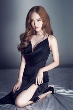 Pretty Asian, Beautiful Asian Women, Asian Fashion, Girl Fashion, Stylish Girl Pic, Cute Skirts, Stylish Dresses, Looking For Women, Asian Woman