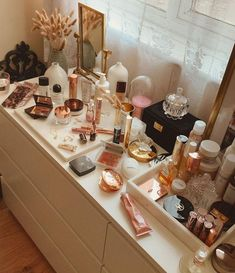 Thinking about revamping this vanity situation, I admire seeing vanity shots of others and taking more photos on my vanity as they look… Makeup Storage, Makeup Organization, All Things Beauty, Beauty Make Up, The Glow Up, Ikea Alex, Aesthetic Room Decor, Album Design, My Room