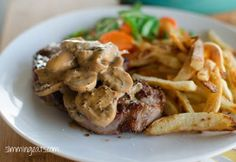 Sirloin Steak with Creamy Mushroom Peppercorn Sauce (SW - 1 Syn) Slimming World Dinners, Slimming World Diet, Slimming Eats, Slimming World Recipes, Low Calorie Recipes, Healthy Dinner Recipes, Cooking Recipes, Peppercorn Steak, Mushroom Sauce