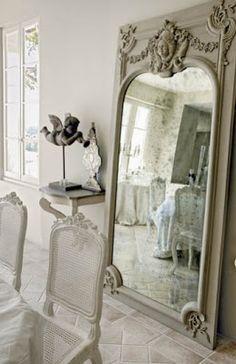 Região de PROVENCE, France Love the mirror!