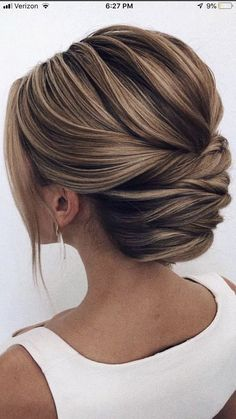87 Fabulous Wedding Hairstyles For Every Wedding Dress Neckline The Best and fabulous Hairstyles for Every Wedding Dress Neckline. Whether you're a summer ,winter bride or a destination bride, so make sure your. SEE DETAILS. Elegant Wedding Hair, Wedding Hair And Makeup, Wedding Updo, Hair Makeup, Wedding Nails, Dress Wedding, Makeup Tips, Bridal Dresses, Wedding Rings