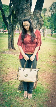 Bolsa creme, Cinto marrom e Colar com asa de anjo ! Clique aqui e veja todos os detalhes: http://blogcharmedalu.com.br/look-do-dia-bolsa-creme-cinto-marrom-e-colar-de-asas/