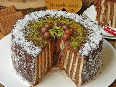 Spring cake pan and biscuits Sweet Recipes, Cake Recipes, Dessert Recipes, Cake Cookies, Cupcake Cakes, Pasta Cake, Turkish Recipes, Sweet Cakes, No Bake Cake