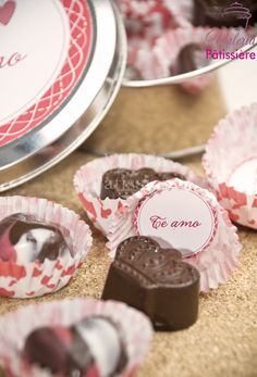 Bombones personalizados Chocolate, Desserts, Food, Valentines, Sweets, Postres, Deserts, Hoods, Meals