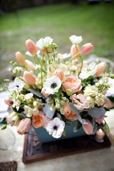 White poppies and Tulips: centerpiece idea
