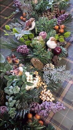 Handmade #guirlades #christmas #decoration. #kerstdecoratie #klassiek #interieur #meubelzaak #maatwerk #meubelen #Maastricht