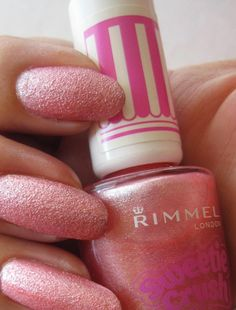 My nails with Rimmel Sweetie Crush. www.funkyandfifty.blogspot.com # tekstuurilakka, #sokerilakka