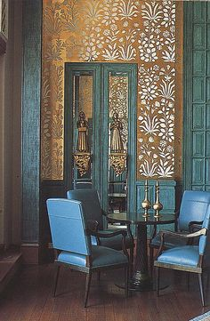 Pretty walls in this dining room