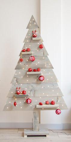 Versier je steigerhouten kerstboom met staande decoratie items of gewoon met kerstballen. Voor een Merry Christmas! 🎄🤩 Pallet Christmas, Wood Christmas Tree, Xmas Ideas, Holiday Ideas, Holiday Decor, Garden Party Decorations, Xmas Decorations, Diy And Crafts, Paper Crafts