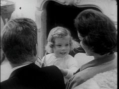Jacqueline Kennedy Photographs: Jackie Kennedy Casual and Family Life Archive Caroline Kennedy, Les Kennedy, Sweet Caroline, Jackie Kennedy, Familia Kennedy, Pictures Of America, John Fitzgerald, Special People, Jfk