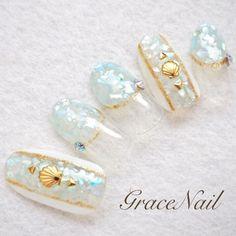 ネイル 画像 GraceNail 反町 1619733 白 青 シェル 変形フレンチ 春 夏 海 リゾート ソフトジェル ハンド ミディアム