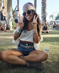 Just Perfect Top 50+ Modish Women's Hangout Fest Outfits Ideas https://www.tukuoke.com/top-50-modish-womens-hangout-fest-outfits-ideas-1526