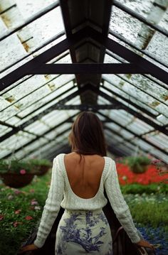 Not only this venue is gorgeous. Even comfy sweaters can be backless and look stunning. Fashion Mode, Look Fashion, Autumn Fashion, Fashion 2015, Fashion Shoot, Diy Fashion, Fashion Outfits, Fashion Design, Quoi Porter