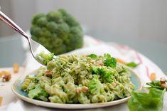 Vyzerajú nádherne a aj skvelo chutia! Guacamole, Pesto, Cabbage, Vegetables, Ethnic Recipes, Fitness, Cabbages, Vegetable Recipes, Brussels Sprouts