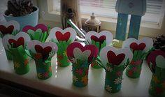 kytička se srdíčkem/flowers with heart Diy Mother's Day Crafts, Mother's Day Diy, Mothers Day Crafts, Valentine Day Crafts, Crafts For Kids, Arts And Crafts, Valentines, Autumn Art, Heart Cards