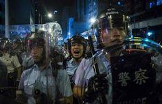 Trung Quốc cấm hai nhà lập pháp nhậm chức vì dám thề trung thành với quốc gia Hồng Kông