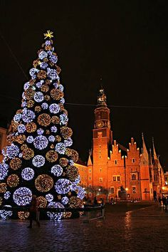 Christmas Traditions: Wroclaw gets dressed up for Christmas every year. Wroclaw's Christmas market is an annual attraction for visitors to this Polish city.