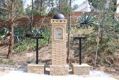 Estación XI del Via Crucis del Calvario de Híjar en la actualidad.