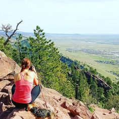 Snapping a photo of the perfect view after a hard uphill hike at Mount Sanitas... made even harder by the dog who refused to walk up and had to be carried. No problem walking downhill though!  #sanitas #mountsanitas #mtsanitas #vuoret #mountains #boulder #visitboulder #bouldercolorado #bouldergov #colorado #visitcolorado #coloradolive #cometolife #hiking #patikointi #outdoors #luonto #retkeily #retki #maisema #travel #matka #reissu #seikkailijattaret #coloratography (via Instagram)