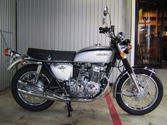 Vintage Honda Motorcycles, Honda Bikes, British Motorcycles, Cool Motorcycles, Honda Cb125, Honda Dominator, Honda Motorbikes, Honda 750, Retro Bike