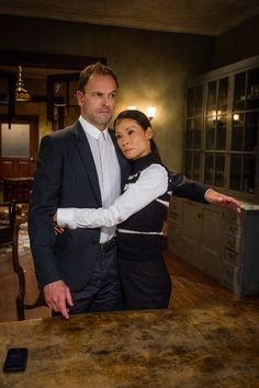 Promo and images for the sixth season of CBS' procedural drama series ELEMENTARY starring Jonny Lee Miller and Lucy Liu. Sherlock Fandom, Shinee Sherlock, Sherlock Holmes Tattoo, Sherlock Holmes Funny, Sherlock Holmes Robert Downey, Sherlock Holmes Elementary, Sherlock And Irene, Sherlock Cast, Sherlock Moriarty