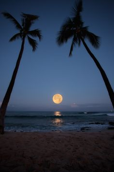 Super Moonset 2012: Honols Beach on Alii Drive in Kailua Kona, Hawaii