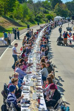 Innerbelt Freeway was transformed into a giant dinner party for one day! 500 guests from 22 Akron neighborhoods came together at a giant, 500 foot long table, turning this highway into a sociable public space. Social Practice, Public Art, Public Spaces, Urban Planning, Installation Art, Landscape Design, The Neighbourhood, Dolores Park, Community