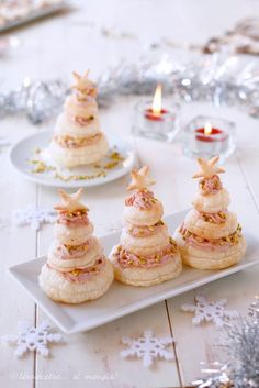 Excellent christmas food info are available on our website. Christmas Snacks, Xmas Food, Christmas Cooking, Christmas Appetizers, Quick Appetizers, Appetizer Recipes, Snacks Für Party, Food Decoration, Antipasto