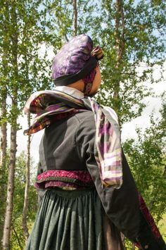 Going Out Of Business, Ethnic Dress, Folk Fashion, Bridal Crown, Looking For Someone, Folk Costume, Traditional Dresses, Norway, Museum